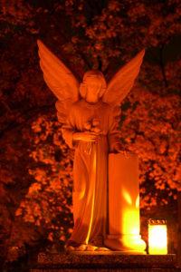 Listopad – miesiąc modlitwy za zmarłych